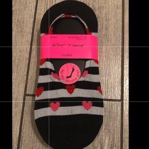 Betsey Johnson 5 pairs of footie socks